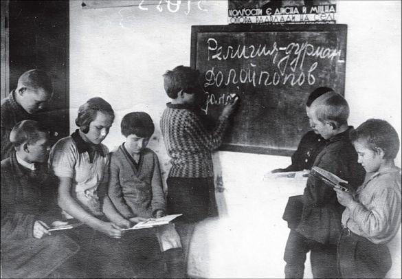 25 июля 1930 года. В СССР вводят обязательное трехлетнее образование