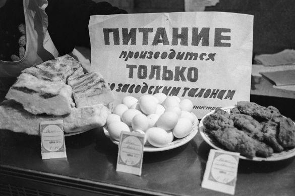 Как в нищем СССР жили по талонам.