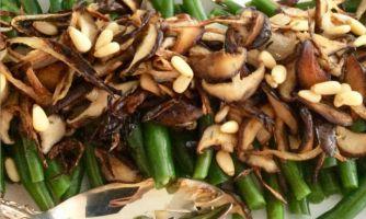 Зелёная фасоль с карамелизированным луком и грибами