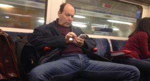 Можно ли мужчинам раздвигать ноги в транспорте?
