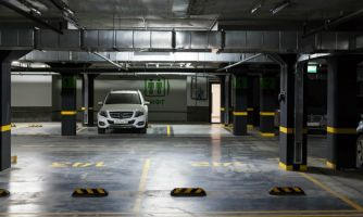 Запретить ли покупку автомобиля без паркинга?