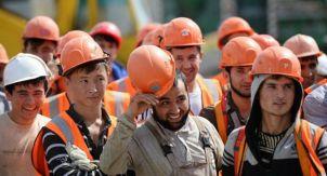 Почему избыток рабочих не обваливает зарплаты в Москве