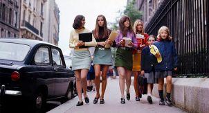 Как миру открылись женские ножки