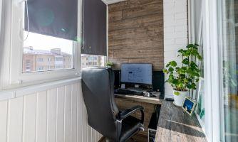 Уютный кабинет из обыкновенной лоджии