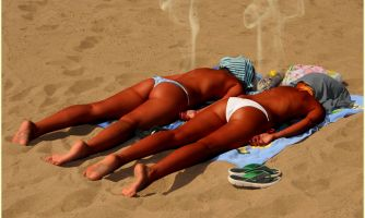 Голые девушки на пляже Самары