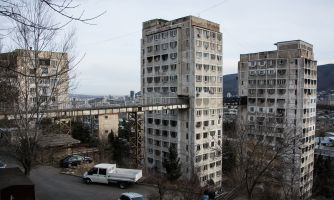 Зачем в Грузии построили мосты между домами
