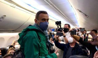 Самолёт с Алексеем Навальным приземлился в Шереметьево