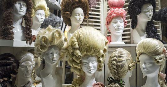Зачем пудрили парики