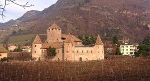 Удивительный замок Мареччо в Больцано, Италия