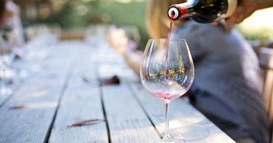 Поднимем бокалы! В какой стране больше всего любят вино?