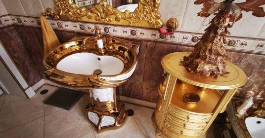 Золотые унитазы главы ГИБДД Алексея Сафонова