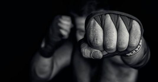 Почему мы переоцениваем свои силы в драке?