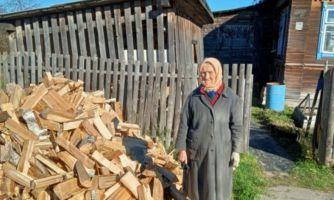 Как согреть зимой одиноких бабушек в деревнях