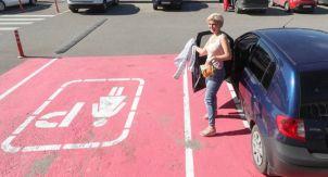 Парковочные места для женщин. Почему они нужны