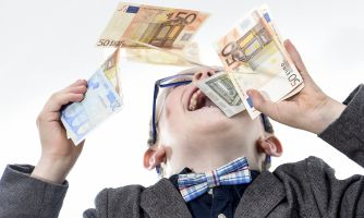 5 способов воспитать ребёнка, помешанного на деньгах