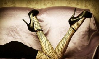 Модные сети. Как носить колготки и носки в сеточку