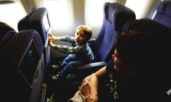 Почему дети кричат в самолёте